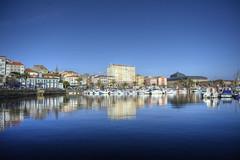 Paseando por el puerto 2 (Mauricio Snchez Rubal) Tags: port puerto spain walk sunny paseo galicia seawalk polarized ferrol lacorua soleado paseomartimo polarizado puertodeferrol