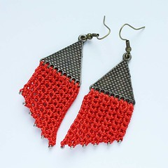 Red crocheted earrings par GingerFlush