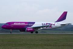 HA-LPZ - 4174 - Wizzair - Airbus A320-232 - Luton - 100404 - Steven Gray - IMG_9461