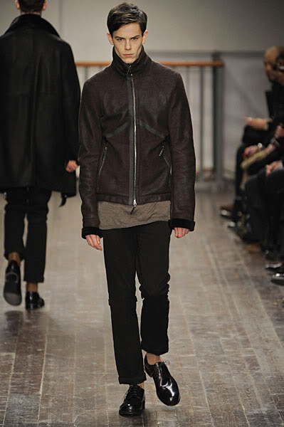 Jeremy Young2052_FW09_Milan_Alessandro Dell'Acqua(lizzylily@mh)