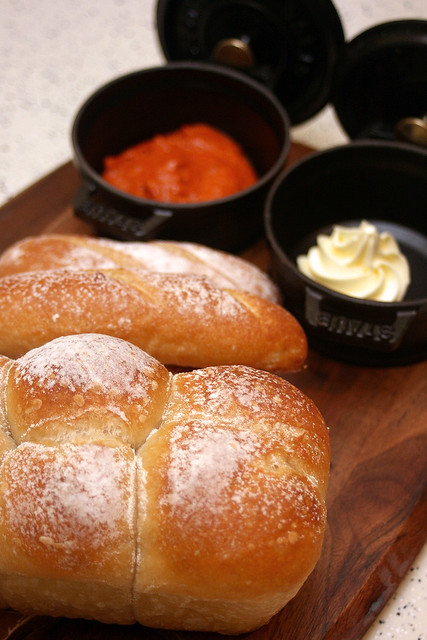 Breads with unsalted butter and dipping sauce
