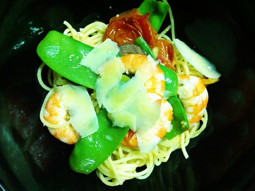 Spaghetti with Cherry Tomatoes, Prawns & Snow Peas by mjd-s