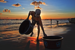 Kedongan, Jimbaran - Washing the bucket at the end of the day (Mio Cade) Tags: sunset bali beach indonesia fisherman wash jimbaran kedongan