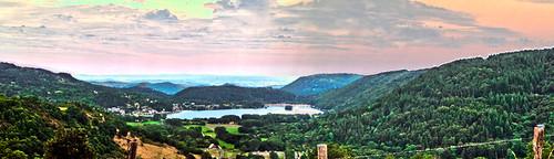 Lac chambon de couleurs