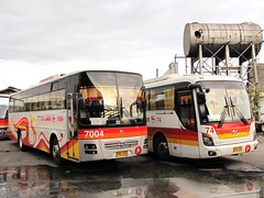 Victory Liner 7004 and 74 (Api II =)) Tags: man bus space victory universe hyundai 74 sr luxury pasay liner modulo 7004 vli 18280