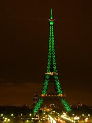 Eiffel tower ... green !