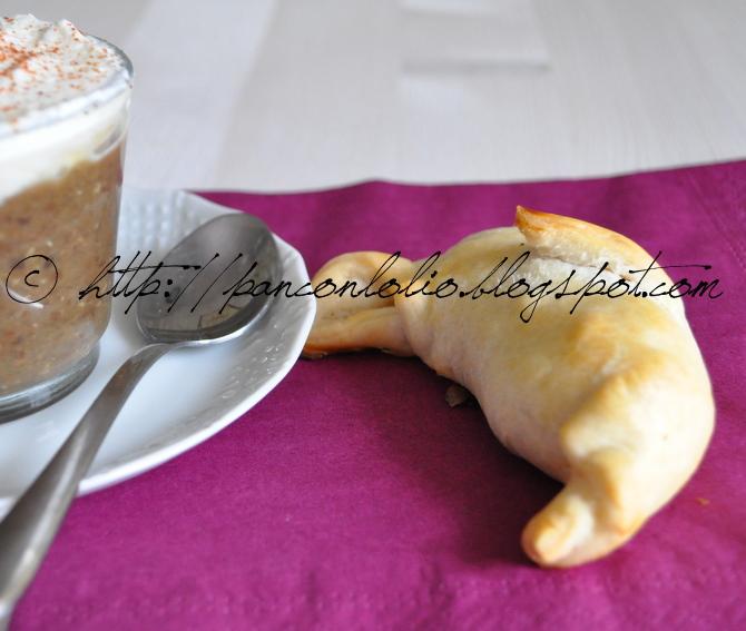 cappuccino di lenticchie e cornetto con cotechino