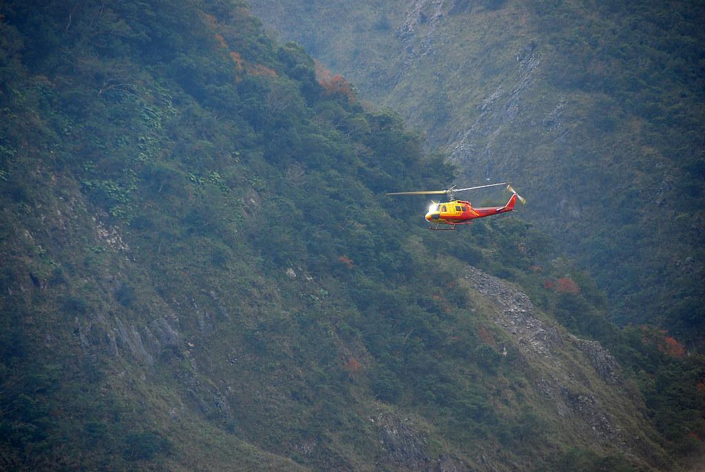 空勤直升機前往救援