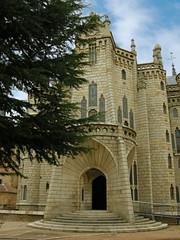 Palacio Episcopal (Palacio de Gaudí) (carlinhos75) Tags: arquitectura nikon arte 1001nights león astorga palacioepiscopal palaciodegaudí museos p5000 totalphoto flickrestrellas anticando museodeloscaminos 1001nightsmagiccity