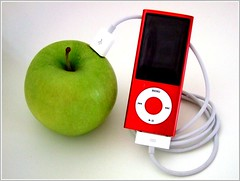 Apple powered by apple (Anniko 1996) Tags: apple ipod apfel renewableenergy energyefficiency erneuerbareenergien energieeffizienz mrz2010anniko