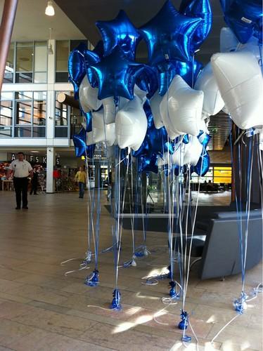 Tafeldecoratie 5ballonnen Stichting doe een Wens Wilhelmina Kinderziekenhuis