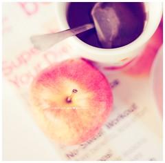 . magazines . (* Ana.Guerrero *) Tags: apple fruit canon magazine 50mm tea mug 40d