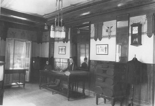 Interior de la Sastrería Arcal en la Plaza de Zocodover a inicios de siglo. Foto Rodríguez