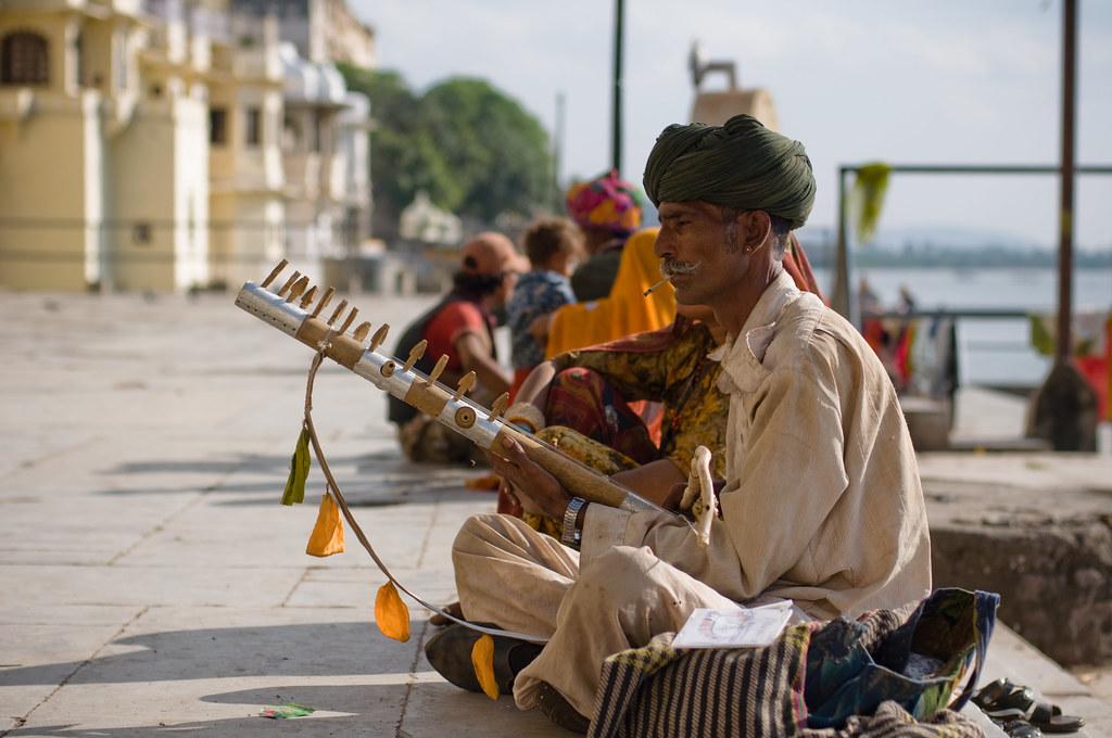 naru - ravanahatha musician.