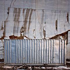 Contenedor solitario (Antonio_Luis) Tags: espaa muro luz sombra andalucia granada solitario contenedor colorphotoaward