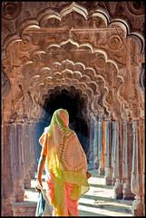 Kushavarta (sistereden2) Tags: woman architecture sari trimbak bestofr lpsublime lpbest2010
