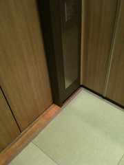 畳敷きのエレベーター
