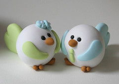 Lovebirds (fliepsiebieps_) Tags: flowers blue wedding boy sculpture cute green bird love girl birdie groom bride aqua handmade fat polymerclay fimo round kawaii figure lovebirds lime caketopper custom figurine lightgreen fliepsiebieps