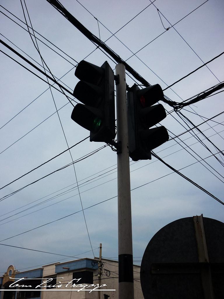 semáforos ilustrados en el lente de la cámara