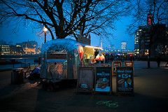 £5 Meal Deal (Tedz Duran) Tags: tedzduran blue hour twilight night photography river thames london england uk united kingdom eu europe lowlight southbank bouth bnak riverside travel walk photo winter 2017 food shack carl zeiss distagon sony a7rii techartpro adapter 35mm 14 zm