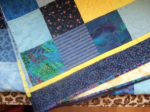 Mom's blue quilt: Closeup