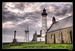 Au bout du monde. (kimcass) Tags: mer lighthouse pierre bretagne breizh difice glise phare hdr croix abbaye bracketing religieux finistere stmathieu francelandscapes kimcass