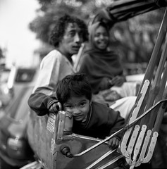looking (shakmati) Tags: street portrait 6 india white black 120 6x6 film noir 85mm varanasi medium format advance six bianco blanc nero rewind kowa moyen blackwhitephotos advance2 rewind2 advance6 advance3 advance4 advance5 advancedbythedevelopingtank advance7
