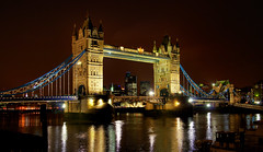 Tower Bridge, London (Wolfgang Staudt) Tags: uk travel bridge england london thames towerbridge nikon europe photographie britain capital great sigma february reflexions riverthames wolfgang 2010 themse klappbrcke d300    reisefotografie    staudt   baskle    luonduons