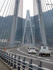2544 Straight Shot Across (mari-ten) Tags: bridge japan geotagged cycling automobile zoom hiroshima  2008 onomichi roadway eastasia shimanami    18   200804  20080402 ikuchibridge seishun18travel innoisland geo:lat=34306736 geo:lon=133153819