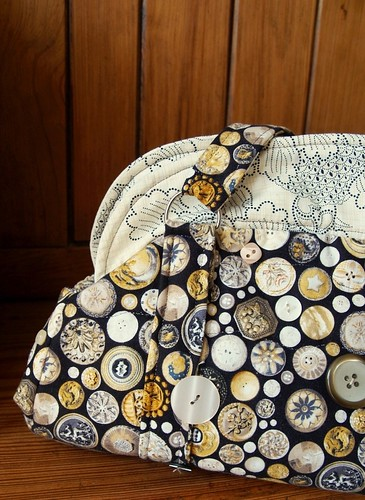Fat-quarter button fabric bag