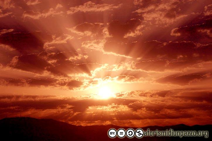 Aforismi di un pazzo | Il sole lotta per uscire dalle nubi