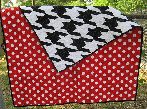 Alabama Football Quilt Pattern http://kakorner.blogspot.com/2011/06/black-white-and-red-all-over.html