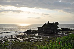 Tinah Lot Sun setting (rosswebsdale) Tags: sunset sea bali cloud sun rock indonesia temple coast arch indo 2009 bintang tanahlot seminyak