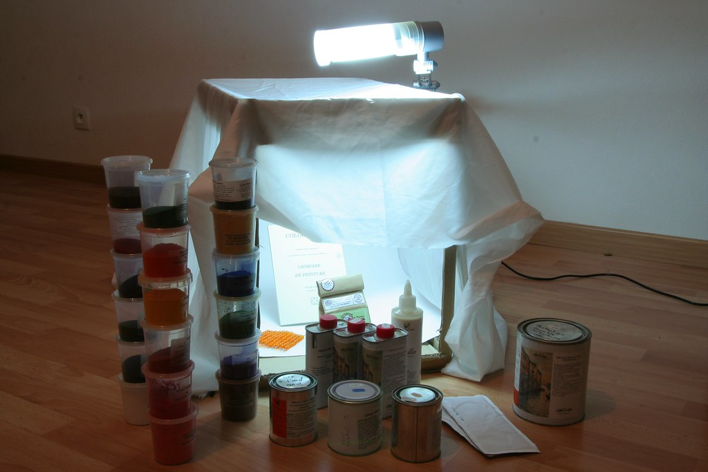 Linstallation avec les peintures et pigments