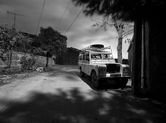 El sueo del coloso (Leandro MA) Tags: blancoynegro noche landrover zamora sayago villardieguadelaribera leandroma