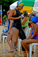 20091113_SC_1734 (Saulo Cruz) Tags: swimming leg artificial natao swimmer disabled athlete prosthesis perna amputee paralympics atleta nadadora mecnica paralympic enap specialperson amputada pessoaespecial prtese paraolmpico paraolmpicos pessoacomdeficncia portadordenecessidadeespecial bearerofspecialneed paraolimpadasescolares camillecruz