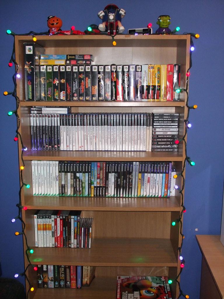 Christmas Decorations '08 - Bookshelf