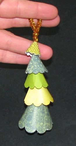 Scallop Tree Ornament 011