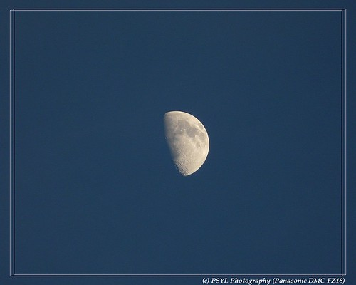 Christmas Day Moon Watch