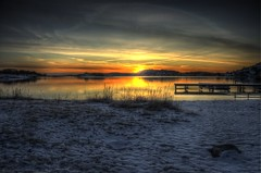 Cold (Johan Runegrund) Tags: winter sunset sun snow beach night hawaii landscapes vinter dock sweden sverige scandinavia 13 sn hdr brygga tjrn tranquill mywinners abigfave flickrdiamond steungsund johanrunegrund steungunsn