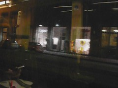élise dans la ville #1 (csamperezbedos) Tags: voyage milan reflection night lights sister milano luci nuit tramway reflets viaggio notte ville mouvement riflesso vidéo sorella masoeur linea15
