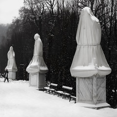 Schnbrunn, Wien _1 (MaximeF) Tags: schnbrunn vienna wien winter blackandwhite snow statue bench square palace covered squareformat schloss vienne