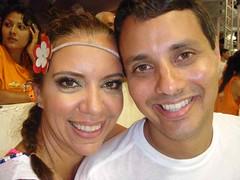 Auto retrato de um casal feliz, na tera feira faremos 1 ms de casados. Os dois trabalhando no Carnaval. Ele no Chiclete, eu no GNT! (In'Carnaval   Salvador) Tags: astrid salvador carnaval camarote