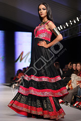 Lahore Fashion Week Feb 2010 (SayDirect  AvidDuo ) Tags: show girls pakistan fashion canon model glamour ramp dress designer clothes lahore fashionweek royalpalm sunsilk pfdc 70200f4lis farrukhpitafi saydirect 5dmarkii pakistanfashiondesigncouncil
