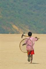 Run to the Green Land (Shad0w_0f_Dark) Tags: boy nikon run worker ttl d200 flickraward jadukatariver tanguarhawr