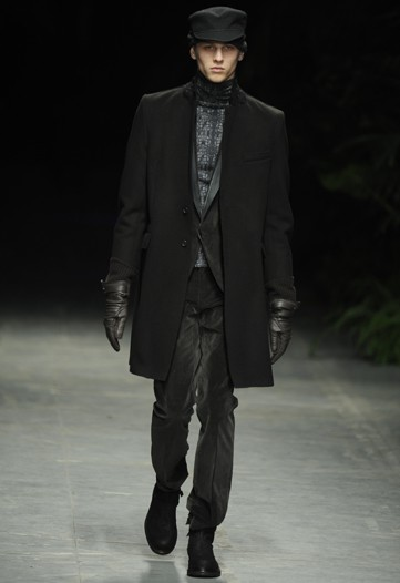 Oskar Landstrom3006_FW10_Milan_Costume National(WWD)