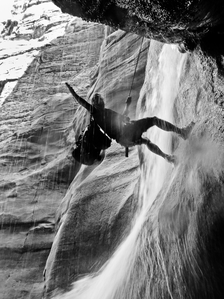 abseiling-jordan-canyon-trek