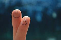 Happy Fingers (Squarelle) Tags: blue smile happy nikon blu fingers sorriso d3100