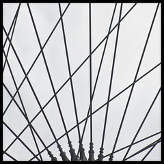 london rays ;-) (zecaruso) Tags: uk england blackandwhite bw london bike wheel framed londoneye bn minimal bici rays rs londra bianconero raggi ruota bicicletta ruotapanoramica ingilterra nikond300 goldenart zecaruso cicciocaruso authorsplaza zecad londonrays