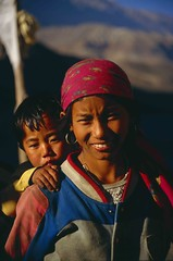 Jomsom Trek, Kagbeni, children (blauepics) Tags: nepal portrait mountains nature smile kids trekking landscape rocks asia faces earth kali natur kinder berge valley himalaya lachen circuit landschaft annapurna tal felsen geschwister gesichter gandaki earthasia visipix